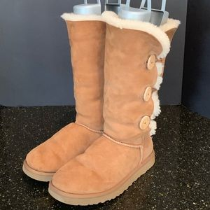 UGG Bailey Triplet Shearling Boots.  Chestnut. 9